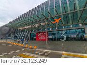 Купить «Simferopol, Crimea -June 26. 2019 Exterior of the new airport building», фото № 32123249, снято 11 июля 2019 г. (c) Володина Ольга / Фотобанк Лори