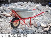 Купить «wheelbarrow on the background of construction debris», фото № 32123405, снято 3 сентября 2019 г. (c) Дмитрий Бачтуб / Фотобанк Лори