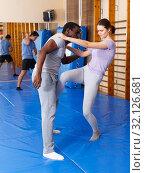 Купить «People practicing self defense techniques», фото № 32126681, снято 31 октября 2018 г. (c) Яков Филимонов / Фотобанк Лори