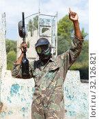 Купить «Paintball player in camouflage standing with gun after paintball match», фото № 32126821, снято 11 августа 2018 г. (c) Яков Филимонов / Фотобанк Лори