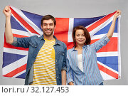 happy couple holding british flag. Стоковое фото, фотограф Syda Productions / Фотобанк Лори