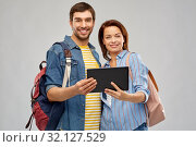 Купить «happy couple of tourists with tablet computer», фото № 32127529, снято 17 марта 2019 г. (c) Syda Productions / Фотобанк Лори