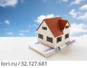 Купить «close up of home or house model and money», фото № 32127681, снято 16 февраля 2016 г. (c) Syda Productions / Фотобанк Лори