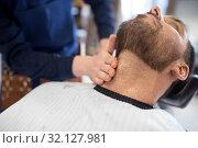 Купить «barber treating male client's neck at barbershop», фото № 32127981, снято 6 апреля 2017 г. (c) Syda Productions / Фотобанк Лори
