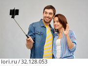 happy couple taking selfie by smartphone. Стоковое фото, фотограф Syda Productions / Фотобанк Лори