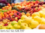 Купить «ripe apples at grocery store or supermarket», фото № 32128197, снято 1 февраля 2017 г. (c) Syda Productions / Фотобанк Лори