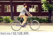 Купить «young hipster man with bag riding fixed gear bike», фото № 32128305, снято 15 июня 2016 г. (c) Syda Productions / Фотобанк Лори
