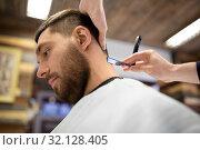 Купить «man and barber with straight razor shaving hair», фото № 32128405, снято 6 апреля 2017 г. (c) Syda Productions / Фотобанк Лори