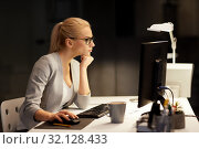businesswoman at computer working at night office. Стоковое фото, фотограф Syda Productions / Фотобанк Лори