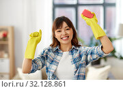 Купить «happy asian woman with sponge cleaning at home», фото № 32128861, снято 13 апреля 2019 г. (c) Syda Productions / Фотобанк Лори