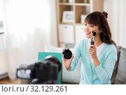 Купить «female beauty blogger making video about make up», фото № 32129261, снято 13 апреля 2019 г. (c) Syda Productions / Фотобанк Лори