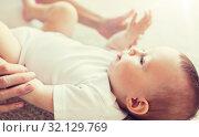 Купить «close up of happy little baby and mother hands», фото № 32129769, снято 12 июля 2016 г. (c) Syda Productions / Фотобанк Лори