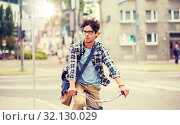 Купить «young hipster man with bag riding fixed gear bike», фото № 32130029, снято 15 июня 2016 г. (c) Syda Productions / Фотобанк Лори