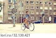 Купить «young hipster man with bag riding fixed gear bike», фото № 32130421, снято 15 июня 2016 г. (c) Syda Productions / Фотобанк Лори