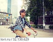 Купить «young hipster man with bag riding fixed gear bike», фото № 32130629, снято 15 июня 2016 г. (c) Syda Productions / Фотобанк Лори