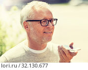 Купить «old man using voice command recorder on smartphone», фото № 32130677, снято 16 июля 2016 г. (c) Syda Productions / Фотобанк Лори