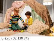 Купить «boys playing toy blocks in kids tent at home», фото № 32130745, снято 18 февраля 2018 г. (c) Syda Productions / Фотобанк Лори