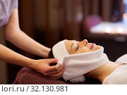 Купить «woman having face massage with towel at spa», фото № 32130981, снято 26 января 2017 г. (c) Syda Productions / Фотобанк Лори