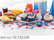 Купить «food and drinks on american independence day party», фото № 32132029, снято 28 мая 2015 г. (c) Syda Productions / Фотобанк Лори