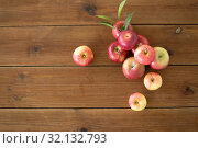 Купить «ripe red apples on wooden table», фото № 32132793, снято 24 августа 2018 г. (c) Syda Productions / Фотобанк Лори