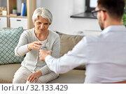 Купить «psychologist giving glass of water to senior woman», фото № 32133429, снято 9 июня 2019 г. (c) Syda Productions / Фотобанк Лори
