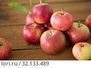 Купить «ripe red apples on wooden table», фото № 32133489, снято 24 августа 2018 г. (c) Syda Productions / Фотобанк Лори