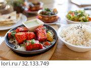 Купить «close up of paneer tikka dish with sauce on table», фото № 32133749, снято 2 мая 2017 г. (c) Syda Productions / Фотобанк Лори