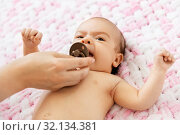 Купить «mother's hand giving pacifier to baby daughter», фото № 32134381, снято 23 мая 2019 г. (c) Syda Productions / Фотобанк Лори