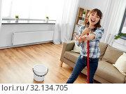 Купить «asian woman or housewife with mop singing at home», фото № 32134705, снято 13 апреля 2019 г. (c) Syda Productions / Фотобанк Лори