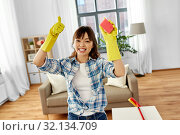 Купить «happy asian woman with sponge cleaning at home», фото № 32134709, снято 13 апреля 2019 г. (c) Syda Productions / Фотобанк Лори