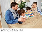Купить «family with ill children having fever at home», фото № 32135113, снято 31 марта 2019 г. (c) Syda Productions / Фотобанк Лори
