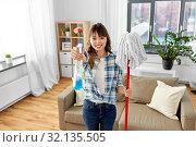 Купить «asian woman with mop and detergent cleaning home», фото № 32135505, снято 13 апреля 2019 г. (c) Syda Productions / Фотобанк Лори