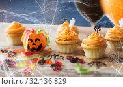 Купить «halloween party cupcakes and candies on table», фото № 32136829, снято 6 июля 2017 г. (c) Syda Productions / Фотобанк Лори