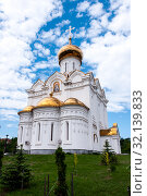 Church of the Holy Martyr Grand Duchess Elizabeth in Khabarovsk in the summer on the territory of the railway hospital (2019 год). Стоковое фото, фотограф Катерина Белякина / Фотобанк Лори