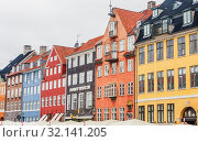 Купить «Colourful period houses, Nyhavn, Copenhagen, Hovedstaden Region, Kingdom of Denmark», фото № 32141205, снято 14 июля 2019 г. (c) Николай Коржов / Фотобанк Лори