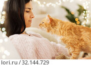 Купить «close up of owner with red cat in bed at home», фото № 32144729, снято 15 ноября 2017 г. (c) Syda Productions / Фотобанк Лори