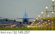 Купить «KLM Boeing 747 landing», видеоролик № 32145257, снято 28 июля 2017 г. (c) Игорь Жоров / Фотобанк Лори