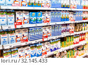 Various fresh dairy products ready for sale in supermarket (2019 год). Редакционное фото, фотограф FotograFF / Фотобанк Лори