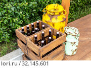 Vintage wooden boxes with craft beer bottles and metal cans. Стоковое фото, фотограф FotograFF / Фотобанк Лори