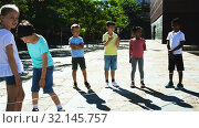 Купить «Happy smiling little friends playing with children jumping rope at playground», видеоролик № 32145757, снято 7 июня 2019 г. (c) Яков Филимонов / Фотобанк Лори