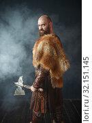 Купить «Angry viking with axe, martial spirit, barbarian», фото № 32151145, снято 27 марта 2019 г. (c) Tryapitsyn Sergiy / Фотобанк Лори