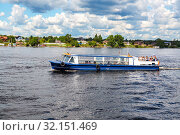 Купить «River cruise ship with passengers sailing on the Neva river», фото № 32151469, снято 8 августа 2018 г. (c) FotograFF / Фотобанк Лори