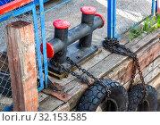 Mooring metal bollard with a tires at the pier. Стоковое фото, фотограф FotograFF / Фотобанк Лори