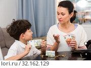 Купить «Mom giving money and instructions to son», фото № 32162129, снято 28 марта 2019 г. (c) Яков Филимонов / Фотобанк Лори