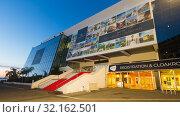 Купить «Cannes Palace of Festivals and Conferences in evening lights», фото № 32162501, снято 3 декабря 2017 г. (c) Яков Филимонов / Фотобанк Лори
