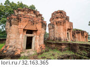The Prasat Nong Hong south of the city of Buriram in the province of Buri Ram in Isan in Northeast thailand. Thailand, Buriram, November, 2017. Стоковое фото, фотограф Zoonar.com/URS FLUEELER / age Fotostock / Фотобанк Лори