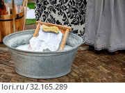 Traditional style washing tub with wash board and brush. Стоковое фото, фотограф Zoonar.com/Pauws99@Yahoo.co.uk / easy Fotostock / Фотобанк Лори