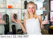 Купить «woman shopping various bijouterie», фото № 32166997, снято 22 октября 2019 г. (c) Яков Филимонов / Фотобанк Лори