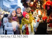 Portrait of cheerful family with girl. Стоковое фото, фотограф Яков Филимонов / Фотобанк Лори
