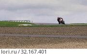 Купить «MOSCOW, RUSSIA - JULY 21, 2019: Motorcycle racers compete on the race track at high speed during the championship of Russia in motorcycle racing RSBK 2019 in Moscow Raceway», видеоролик № 32167401, снято 21 июля 2019 г. (c) Алексей Кузнецов / Фотобанк Лори